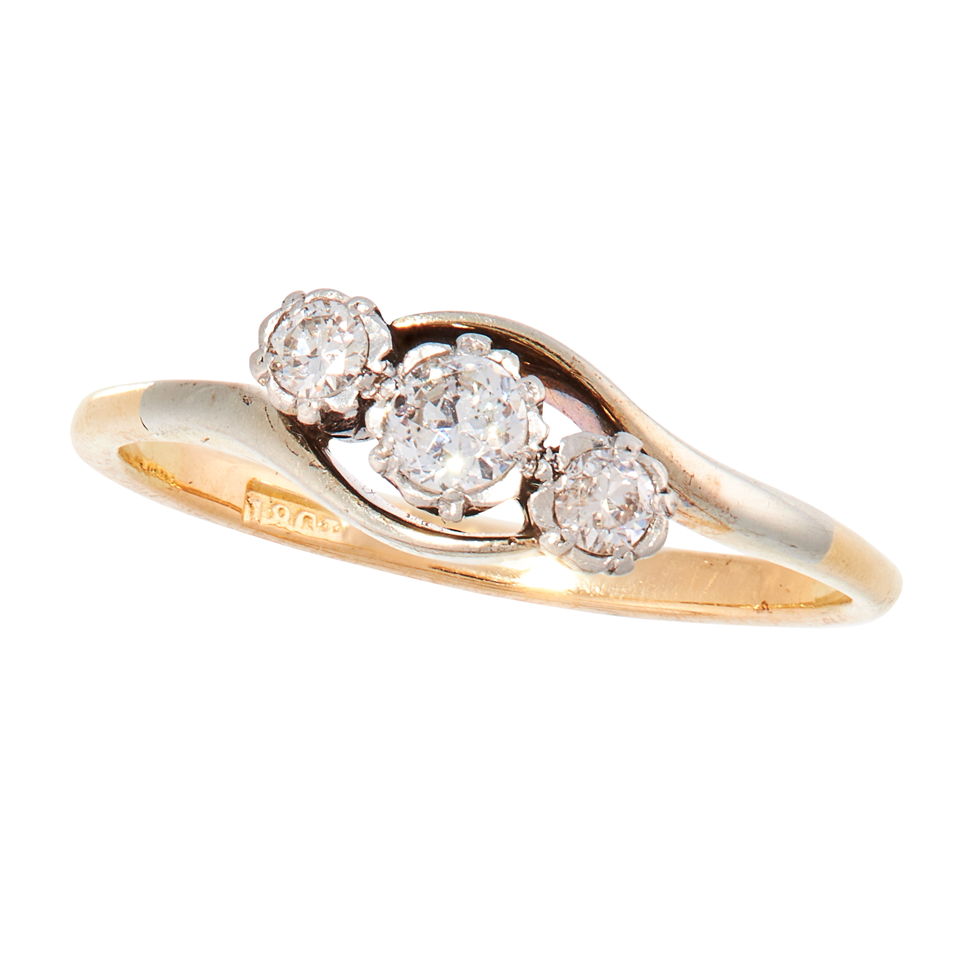 A DIAMOND DRESS RING, EARLY 20TH CENTURY in 18ct yellow gold and platinum set with a trio of