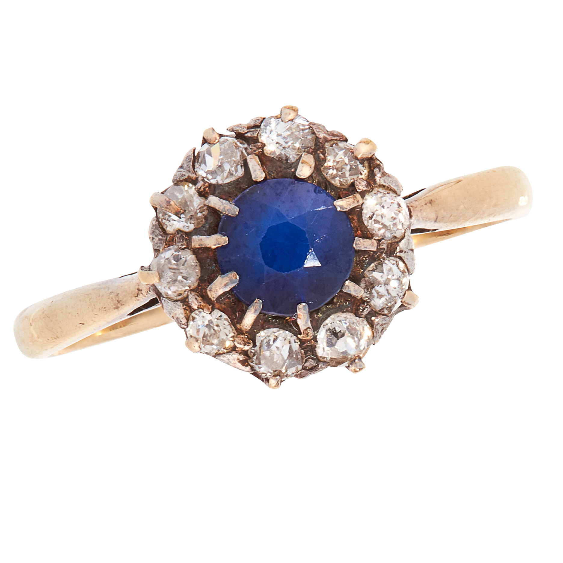 AN ANTIQUE SAPPHIRE AND DIAMOND DRESS RING in 18ct yellow gold, set with a round cut blue sapphire