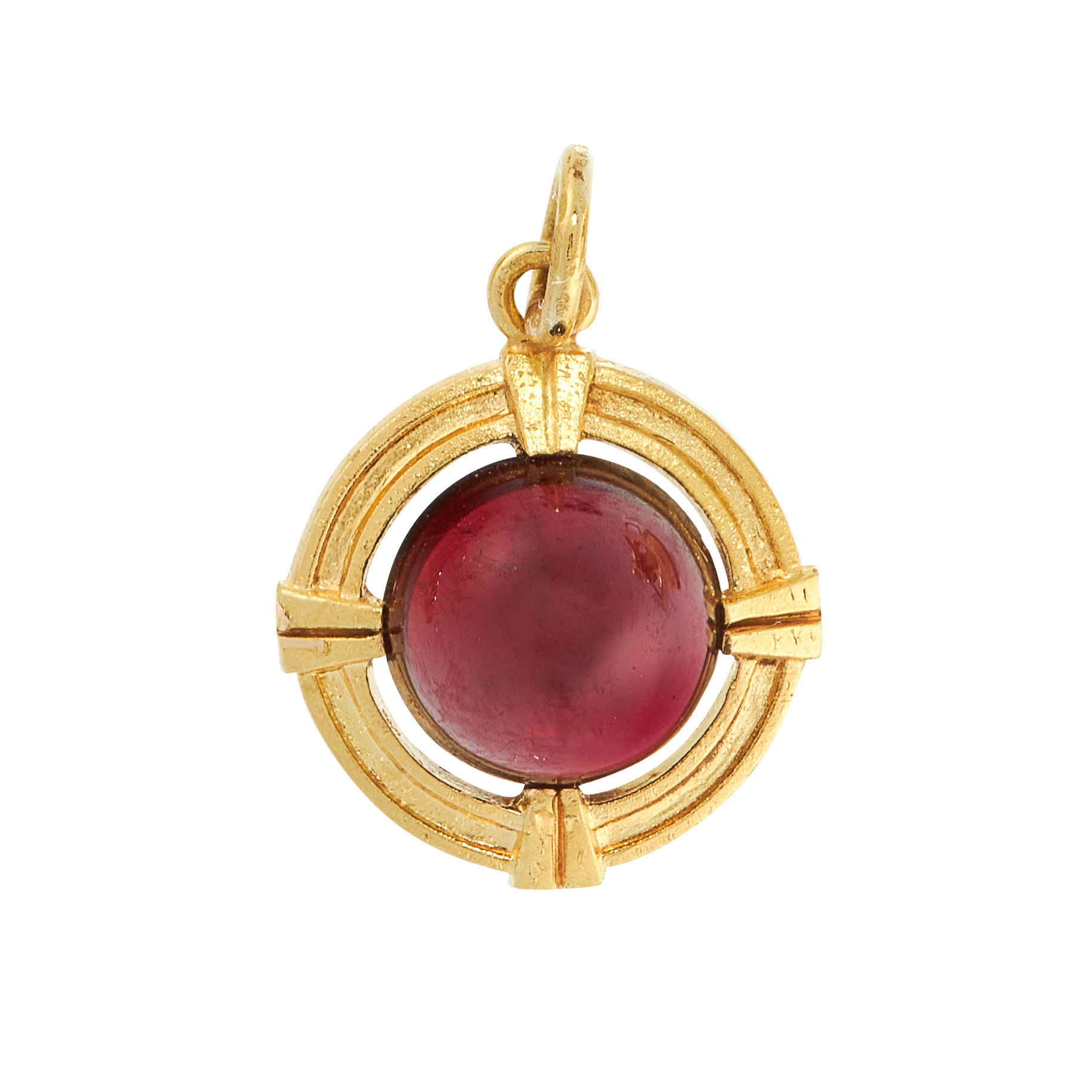 AN ANTIQUE GARNET PENDANT / CHARM in 15ct yellow gold, set with a round cabochon garnet within a