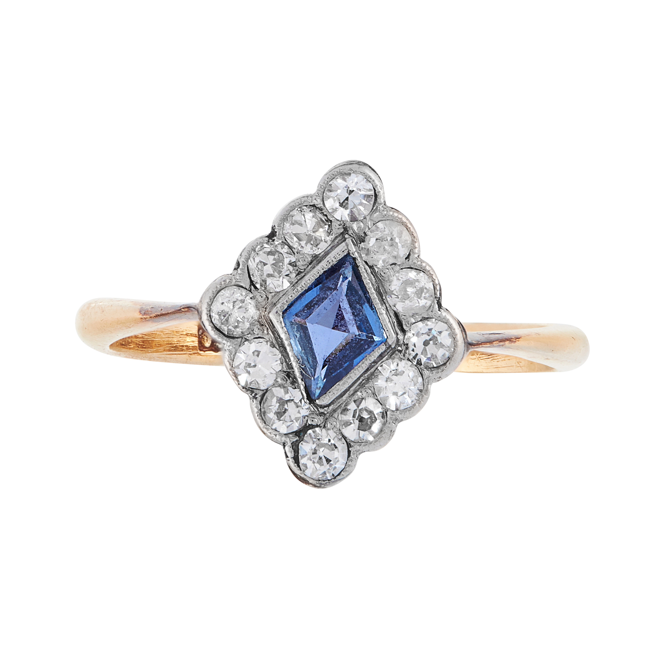 AN ART DECO SAPPHIRE AND DIAMOND DRESS RING, EARLY 20TH CENTURY in 18ct yellow gold, set with a