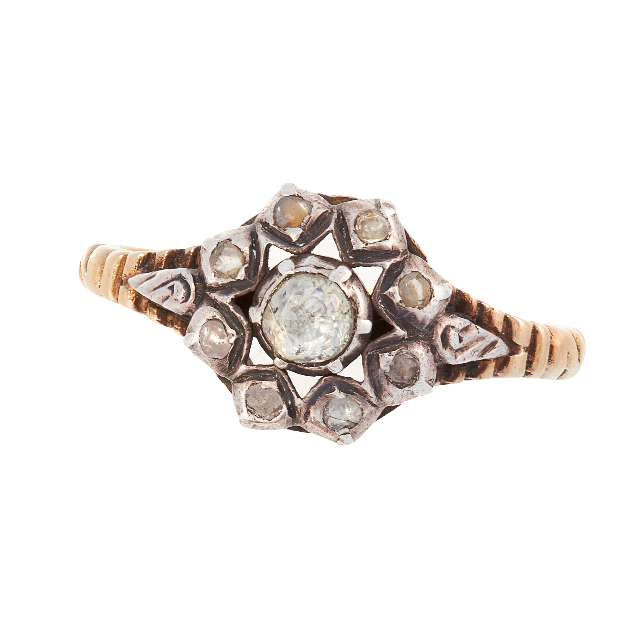 AN ANTIQUE DIAMOND DRESS RING, 19TH CENTURY in yellow gold and silver, designed as a floral
