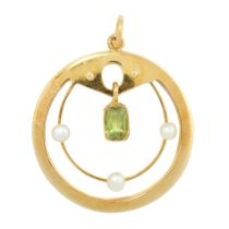 AN ANTIQUE PERIDOT AND PEARL PENDANT, EARLY 20TH CENTURY in yellow gold, of circular design, set