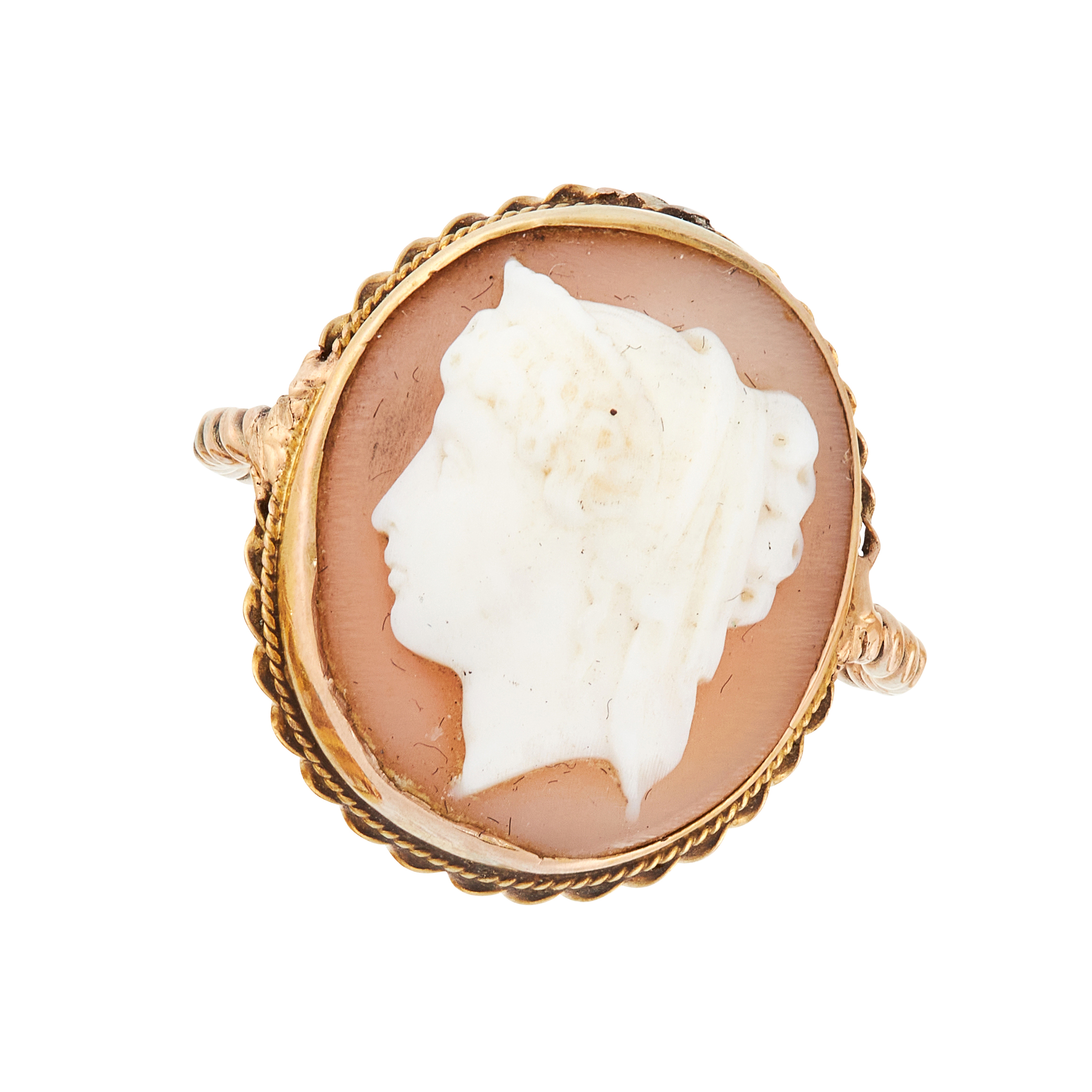 AN ANTIQUE CAMEO DRESS RING in yellow gold, set with an oval cameo carved to depict the bust of a