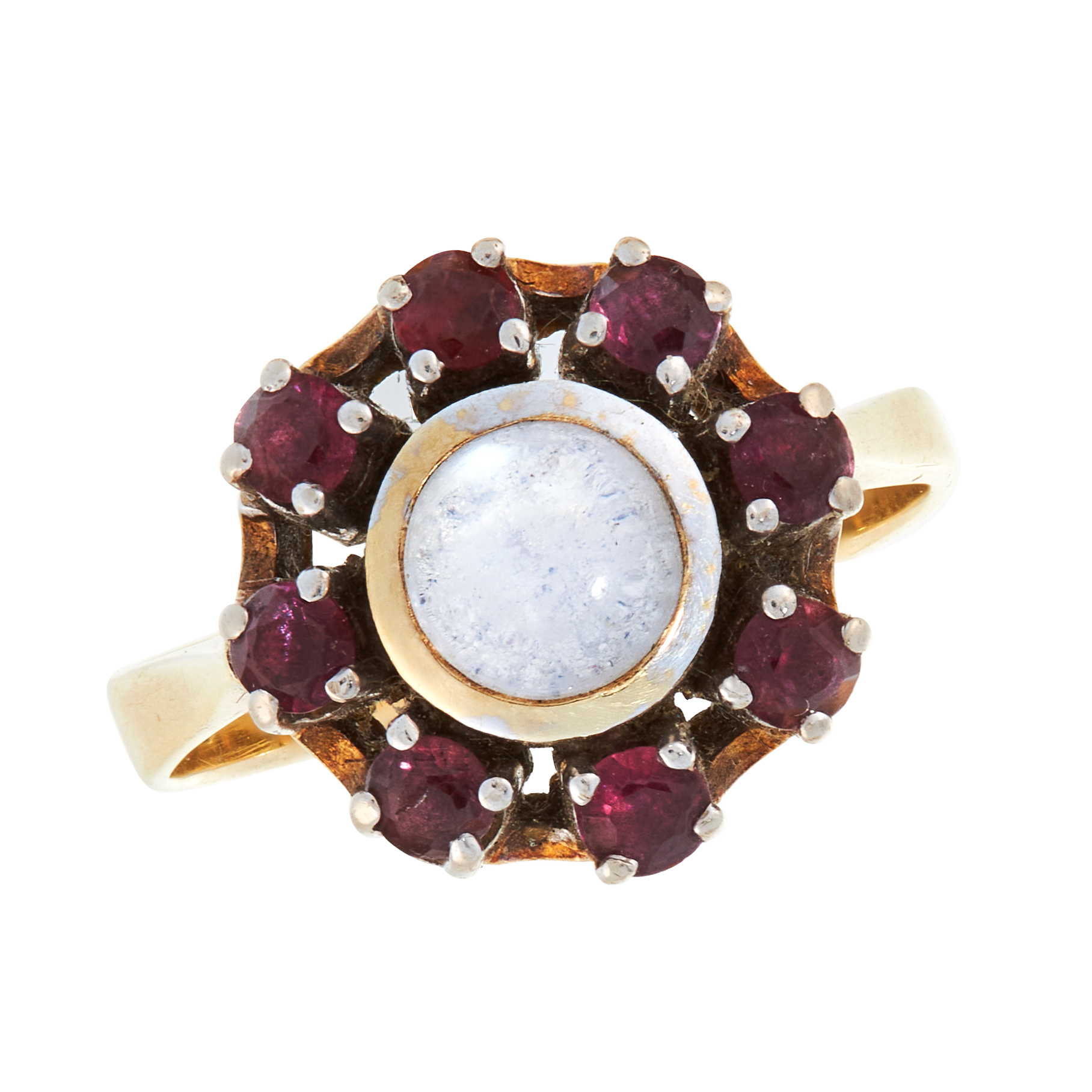 A MOONSTONE AND GARNET DRESS RING in 14ct yellow gold, set with a round cabochon moonstone within