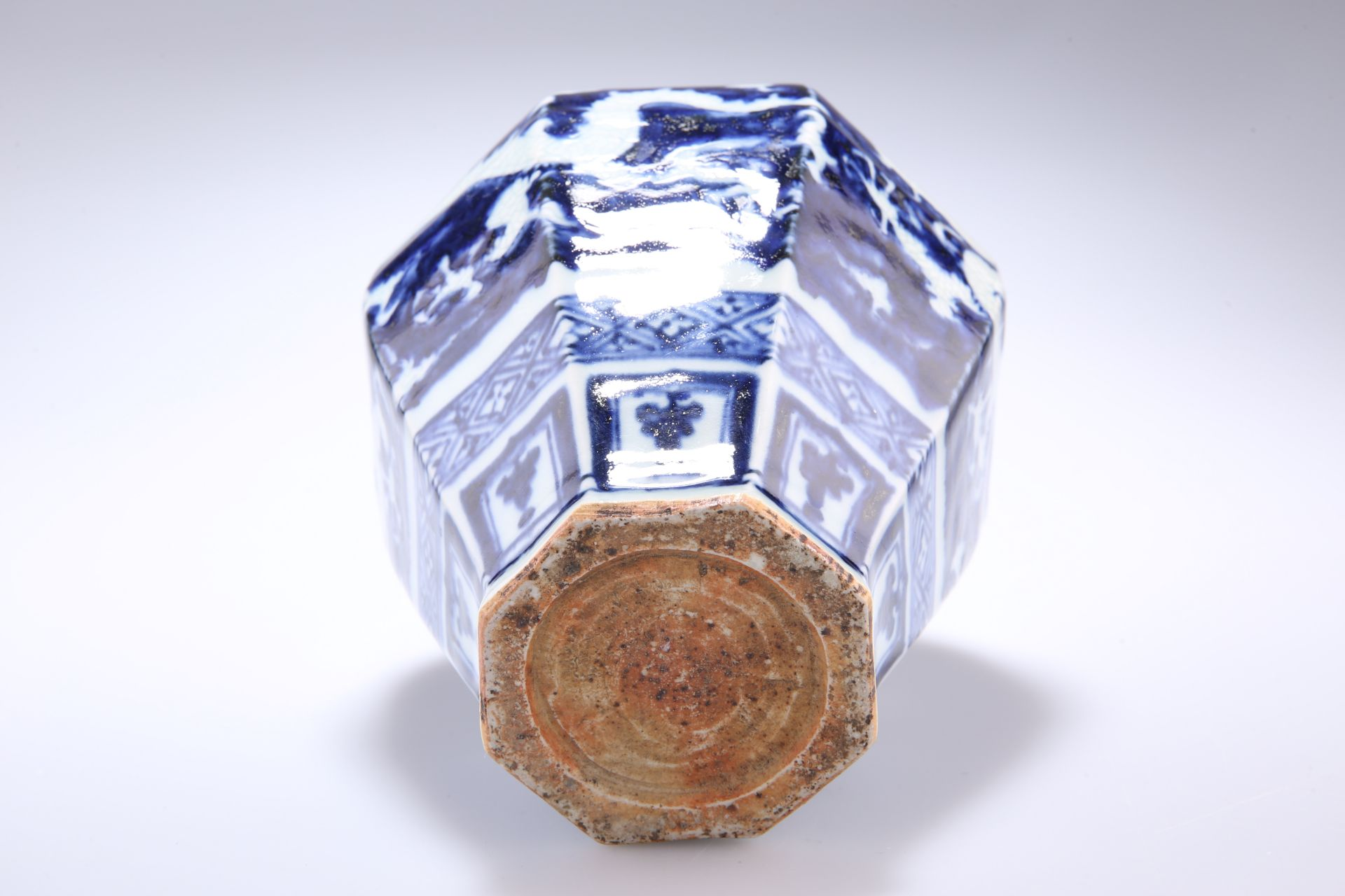 A PROBABLY 19TH CENTURY CHINESE BLUE AND WHITE VASE, inverted panelled baluster form, decorated with - Bild 2 aus 2