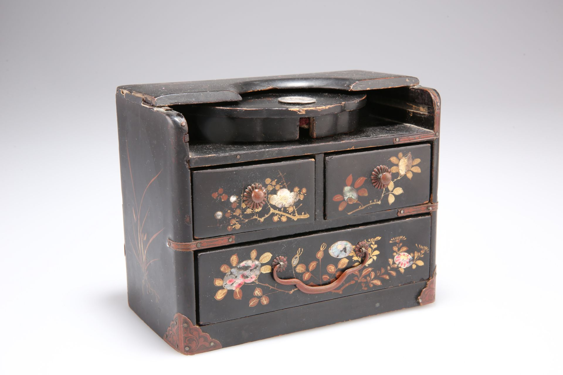 AN EARLY 20TH CENTURY JAPANESE LACQUER POCKET WATCH HOLDER, in the form of a chest of drawers,