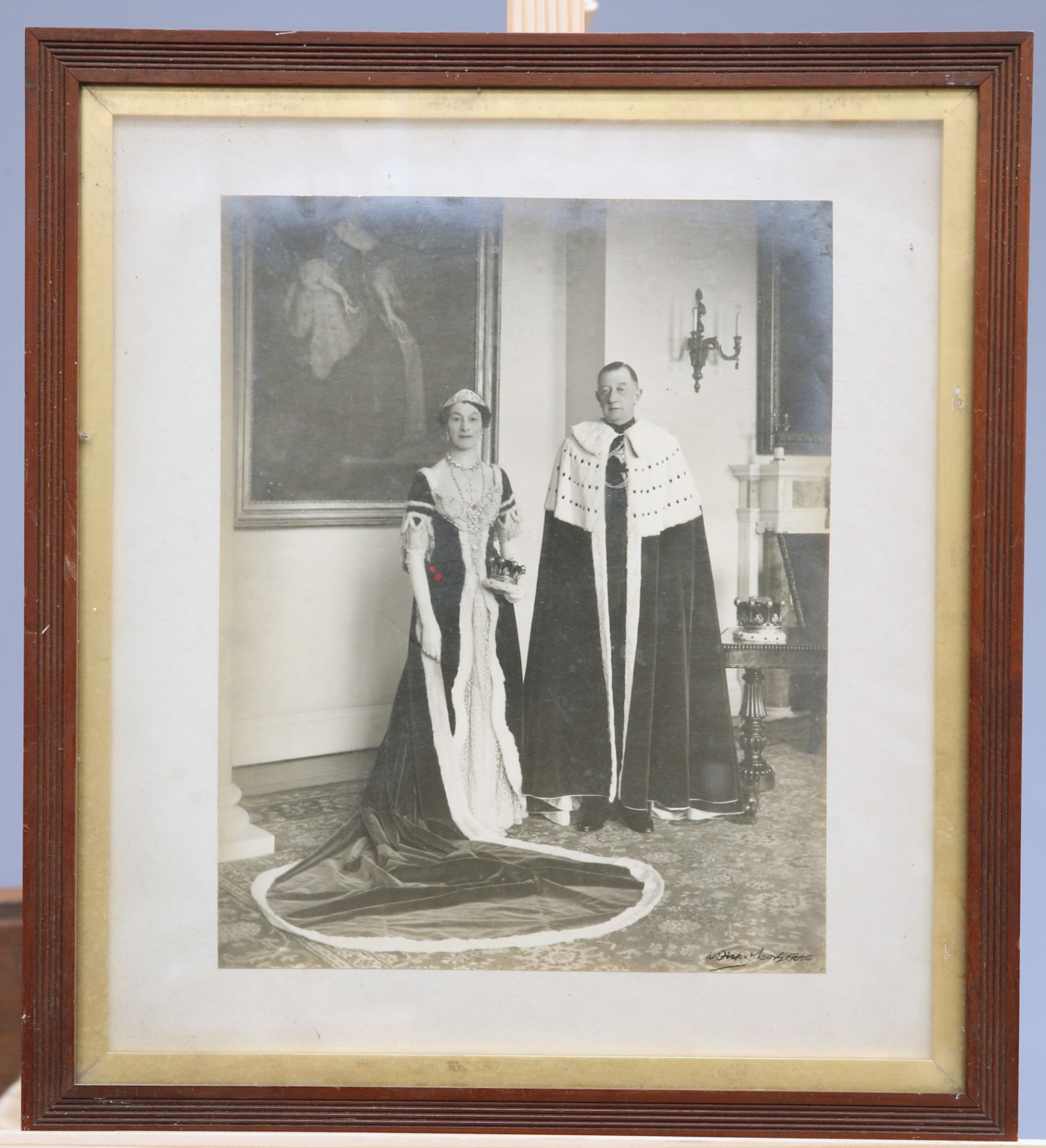 ~ THE CORONATION ROBES OF THE COUNTESS OF GUILFORD by Ede, Son & Ravenscroft, crimson velvet trimmed - Bild 5 aus 5