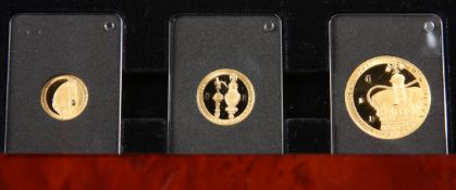 AN ELIZABETH II SAPPHIRE JUBILEE THREE COIN GOLD PROOF SET, comprising half crown, quarter crown and