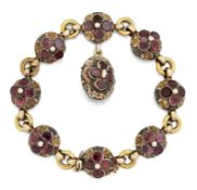 AN EARLY 19TH CENTURY GARNET BRACELET,