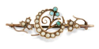 AN EDWARDIAN 9CT TURQUOISE AND SPLIT PEARL BROOCH,