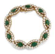 AN 18CT EMERALD AND DIAMOND BRACELET,