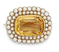 A 15CT CITRINE AND SPLIT PEARL BROOCH,