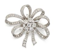 A MID 20TH CENTURY DIAMOND BROOCH,