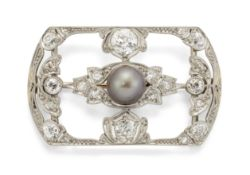 AN EARLY 20TH CENTURY DIAMOND AND CULTURED PEARL BROOCH,
