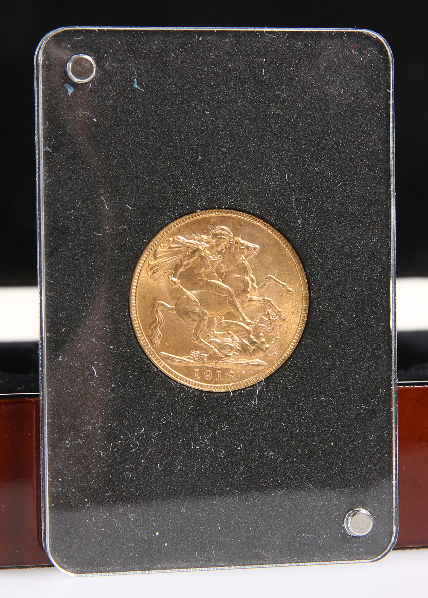 A GEORGE V 1918 INDIAN FULL SOVEREIGN, Bombay Mint, cased and boxed.