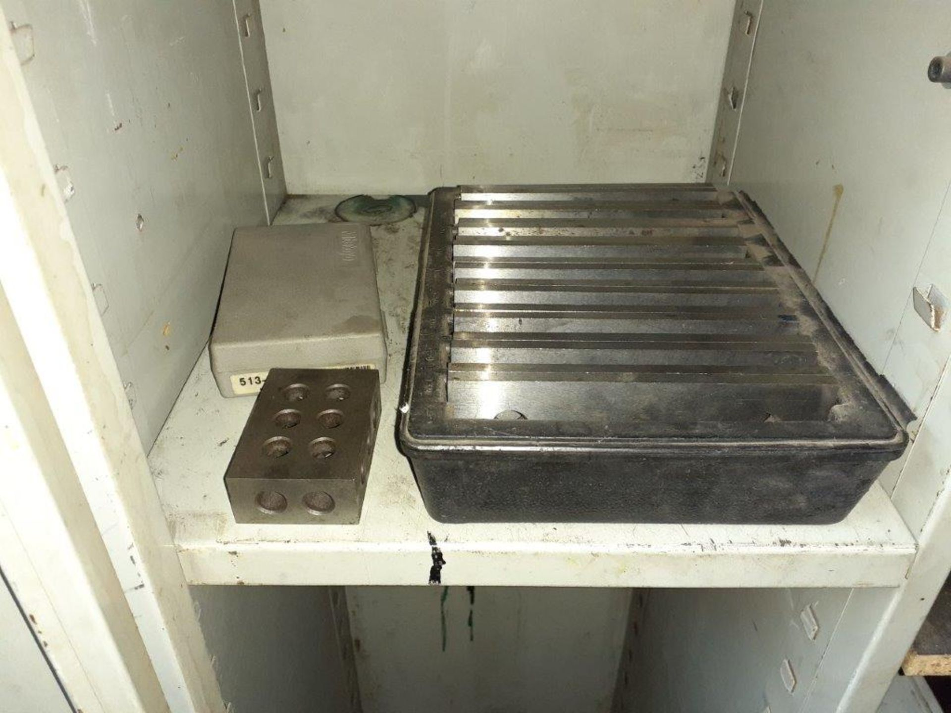 LOT: assorted Milling Machine Tools, ie: Milling Knives, Table Mounts, Drill Bits, Magnetic Tool - Image 5 of 5