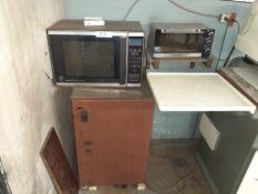 LOT: Microwave, Bar Fridge & Toaster