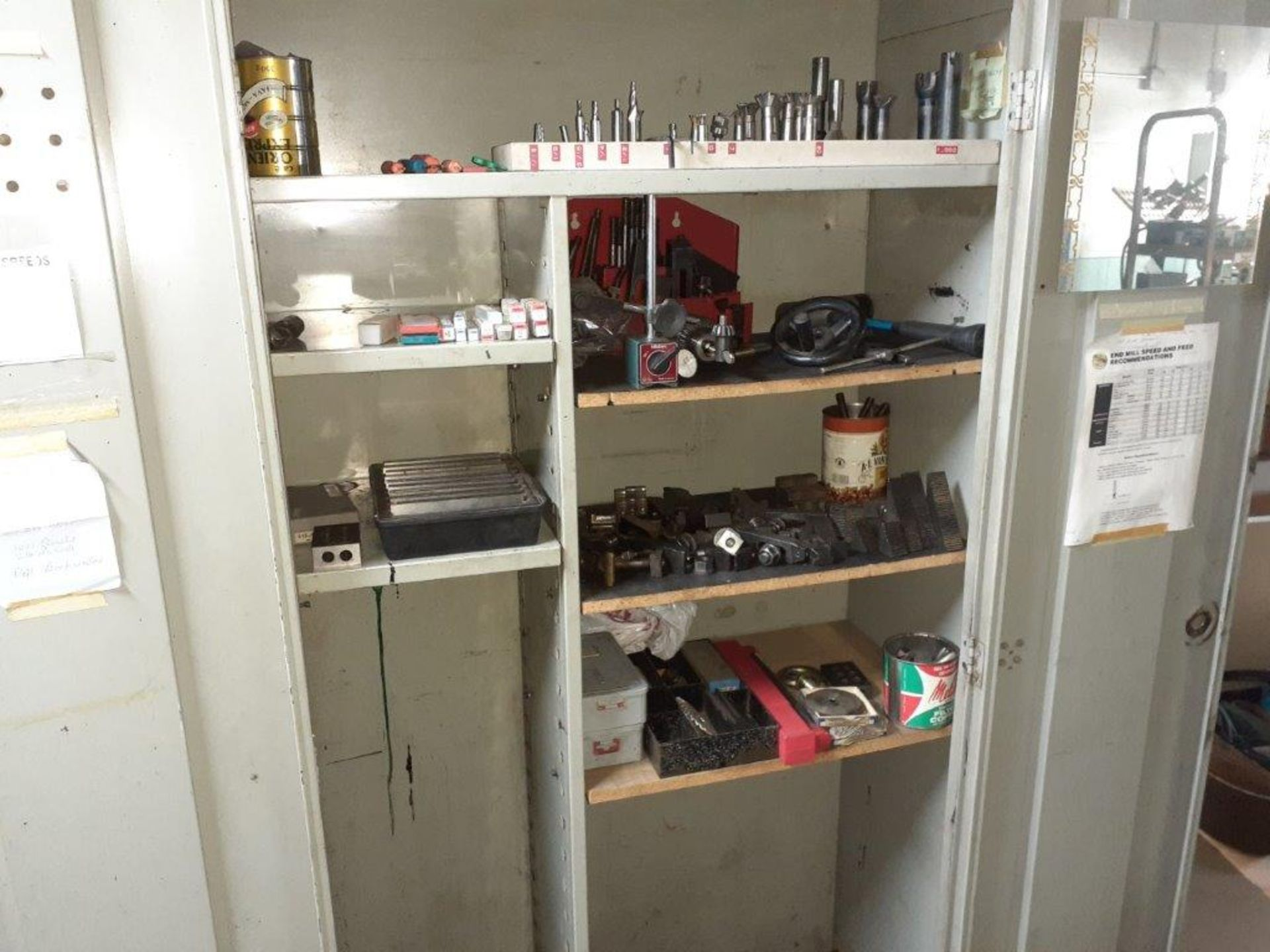LOT: assorted Milling Machine Tools, ie: Milling Knives, Table Mounts, Drill Bits, Magnetic Tool