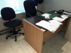 LOT: Desk & (2) Office Chairs on wheels