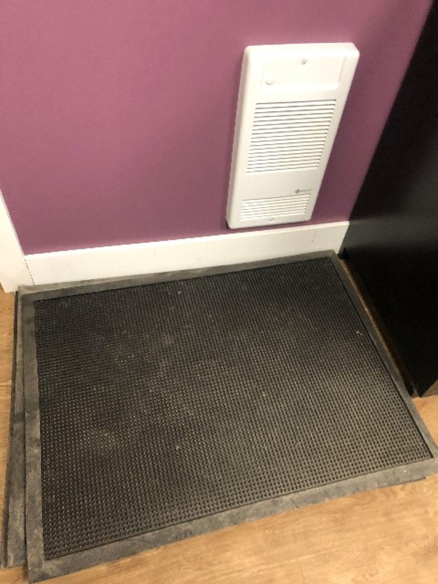 Lot 65 - LOT: Rubber door mats,4pcs