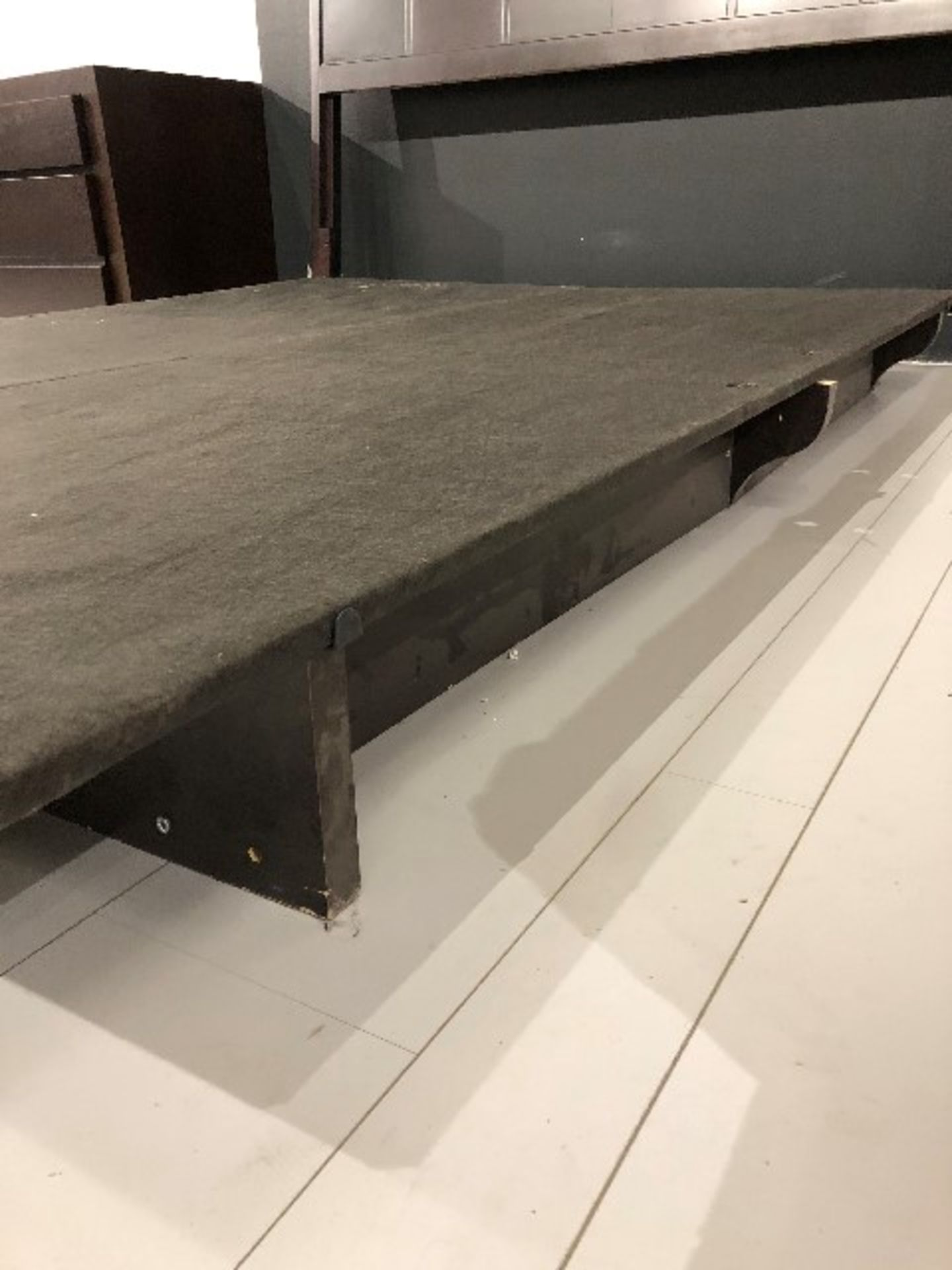 Lot 2054 - Pedestal support w/boards