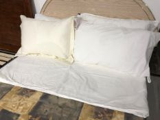 Pillows & linen, 5 pcs (Lot)