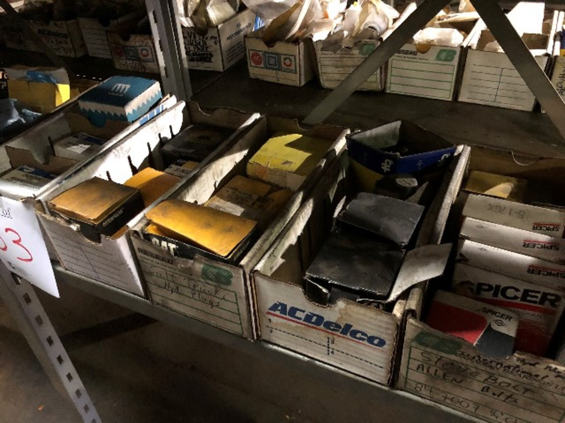 CAT & Volvo assorted parts, etc..., 10 boxes (Lot) - Image 3 of 4