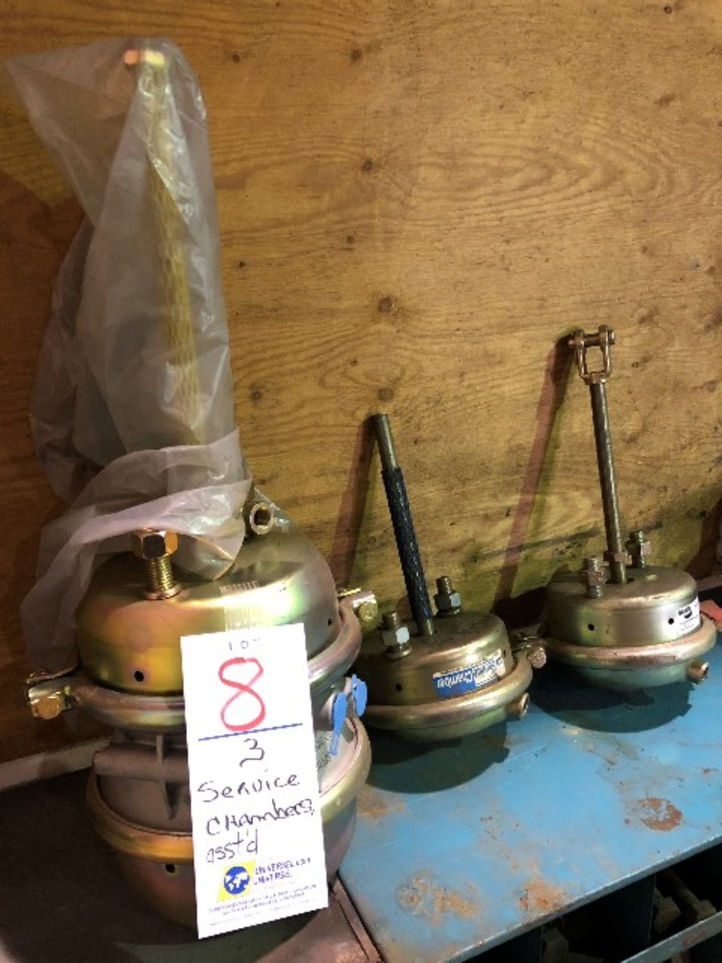 Lot 8 - Service chambers, assorted, 3 pcs