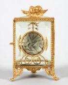 TaschenuhrständerForm einer halbrunden Vitrine. Vergoldetes Messingblech, grünstichiges Glas (hinten