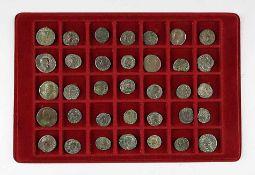 Konvolut römische Münzen35 Stück. Großmünzen (Sesterz, As u.a.) aus Bronze, Alterspatina.€ 50