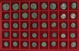 Konvolut40 römische Bronzemünzen (8 mit Darstellung Romulus und Remus, 8 mit röm. Toren).€ 100