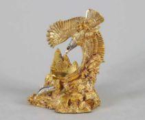 TaschenuhrständerForm eines Seeadlers mit Fisch. Metallguss, gold- und silberfarbene Patina. H 12,