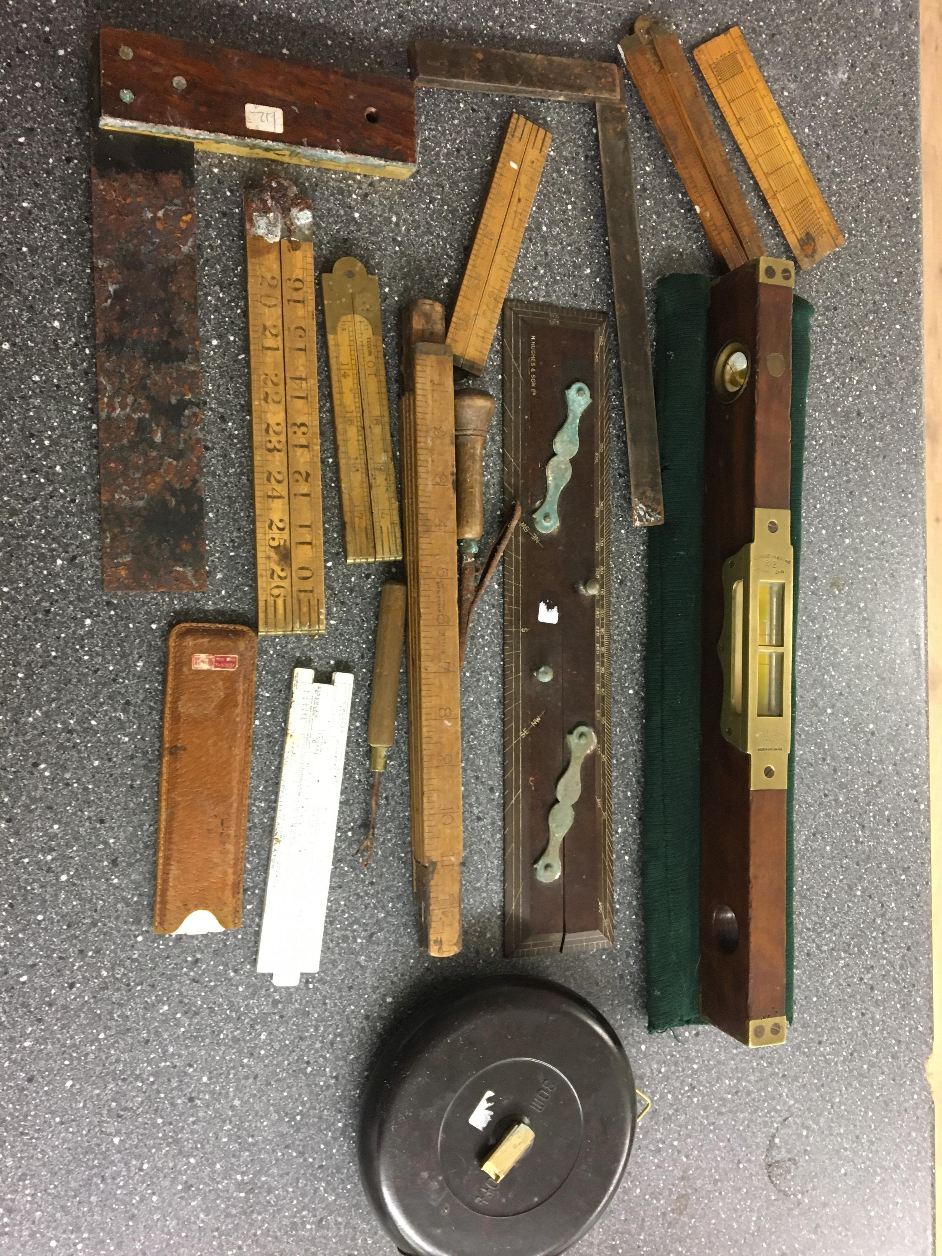 Lot 25 - Qty vintage tools to inc spirit level, tape, set squares etc.