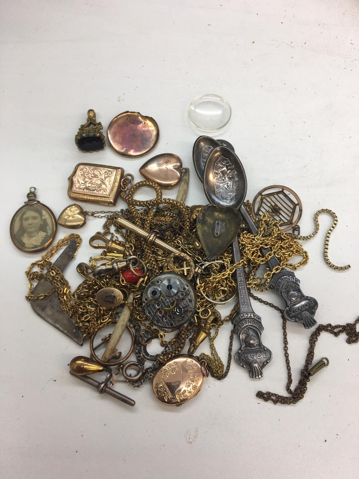 Lot 12 - Qty vintage jewellery to inc 9ct gold and front lockets , fob etc.