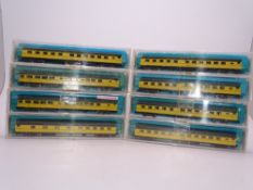 N Gauge: American Outline: A group of RIVAROSSI passenger cars in Chicago and North Western Livery -