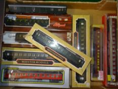 HO Gauge: A group of European Outline coaches by LILIPUT, RIVAROSSI and IBERTREN - G/VG in G
