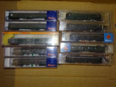N Gauge: A group of European Outline coaches by ROCO and ARNOLD - G/E in F/VG boxes (10)