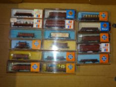 N Gauge: A group of European Outline freight wagons by ROCO, RIVAROSSI etc - VG in G/VG boxes (17)