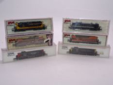 N Gauge: American Outline: A group of diesel locomotives in various liveries by ATLAS - VG in G/VG