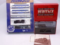 N Gauge: American Outline: A LIFE-LIKE PROTO 2000 Berkshire Steam Locomotive together with an ARNOLD
