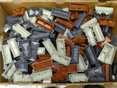 OO Gauge Model Railways: A large tray of mixed WRENN wagon bodies to include Hoppers, Ore wagons and