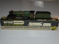 OO Gauge Model Railways: A WRENN W2222 Castle Class steam locomotive in GWR green 'Devizes Castle' -