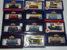 OO Gauge Model Railways: A group of BACHMANN wagons as lotted - VG/E in G/VG boxes (12)