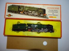OO Gauge Model Railways: A HORNBY R861 Class 9F steam locomotive 'Evening Star' - G in G box