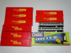 OO Gauge Model Railways: A quantity of TRI-ANG 'Blue Pullman' coaches - 6 in original Nanking Blue