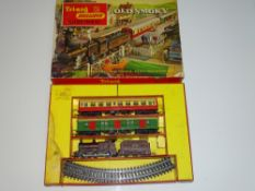 OO Gauge Model Railways: A TRI-ANG Old Smoky train set - F/G in F box