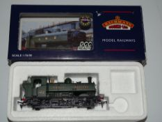 OO Gauge Model Railways: A BACHMANN 32-204 8750 Class steam pannier tank locomotive in GWR green