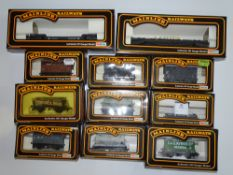 OO Gauge Model Railways: A group of various MAINLINE wagons as lotted - VG in G/VG boxes (11)