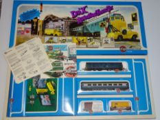 OO Gauge Model Railways: A rare, complete mint boxed AIRFIX Doctor 'X' Adventure train set - E in VG
