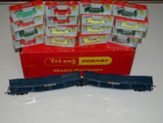 OO Gauge Model Railways: A TRI-ANG R666 articulated car carrier - a rare complete set with all 16